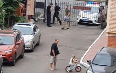 У Миколаєві чоловік відкрив стрілянину з пістолета на вулиці і вбив кота