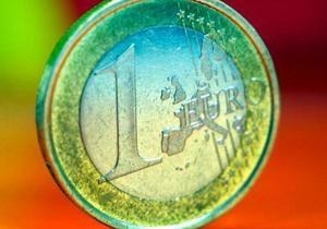 Евро на межбанке упал ниже 10,6 гривен