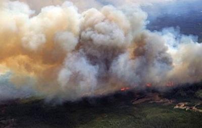 На западе Канады бушует лесной пожар