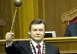 Янукович поздравил нового президента Польши и пригласил его в Украину