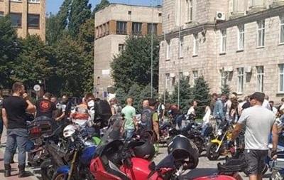В Черкассах байкеры митинговали из-за смерти друга на разбитой дороге