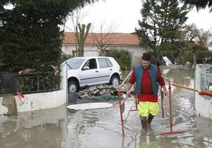 Жертвами урагана Ксинтия в Западной Европе стали 60 человек