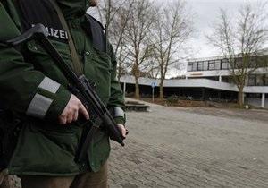 В одном из немецких училищ неизвестный открыл огонь по учителям