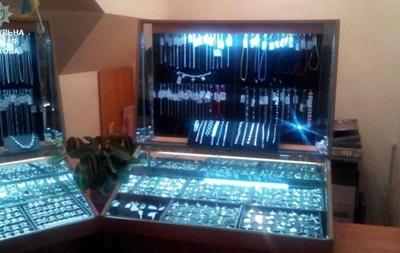 Продавщица ювелирного магазина украла украшений на миллион