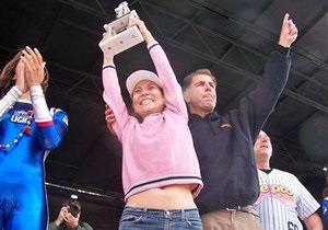 В США победительница чемпионата по поеданию крылышек установила новый рекорд
