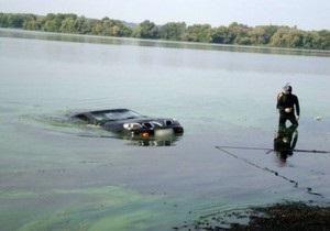 В Полтавской области девушка утонула в съехавшем в Днепр автомобиле