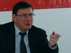 Луценко посоветовал некоторым депутатам купить  клизму для головы