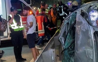 ДТП у Києві: на мосту перевернулося авто