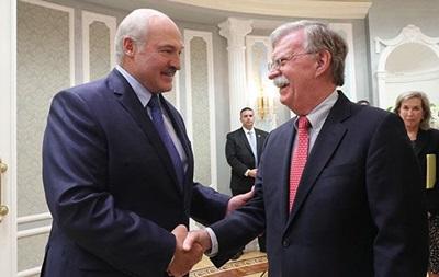 Лукашенко запропонував Болтону  перезавантаження відносин