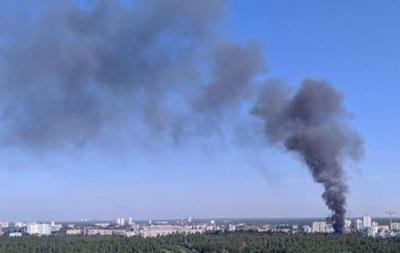 В Киеве горят склады, над городом стоит столб дыма