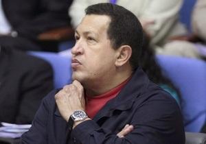 Чавес пустил в свой дворец 25 семей, оставшихся из-за ливней без крова
