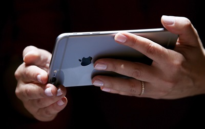 Уязвимость в iOS два года позволяла сливать пароли и фото