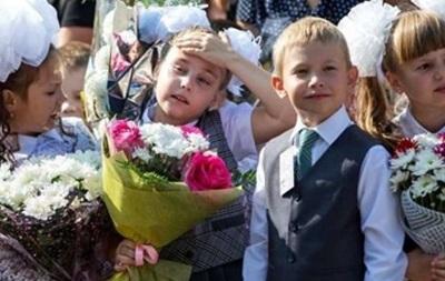 В Черкассах на школьных линейках потеряли сознание четверо детей