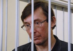 Фотогалерея: Обратно в СИЗО. Суд продлил арест Луценко, несмотря на голодовку