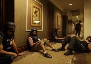 Войска Каддафи удерживают в отеле в Триполи 35 иностранных журналистов