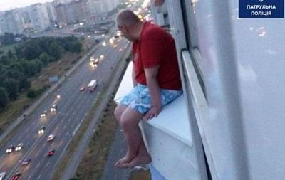 В Киеве полицейские отговорили от самоубийства двух мужчин