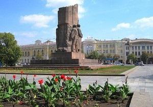 Харьковские коммунисты требуют отставки Кернеса за перенос монумента в честь советской власти