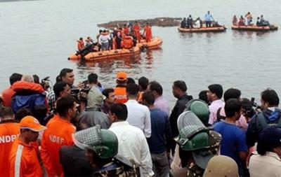 В Індії перекинувся човен з туристами: 12 жертв