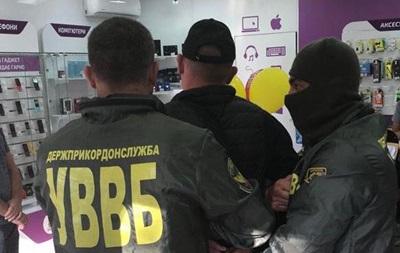 На Буковині затримано двох прикордонників за хабарі за контрабанду сигарет