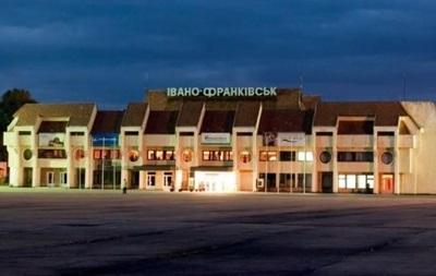 В Ивано-Франковске аварийно сел самолет с пассажирами