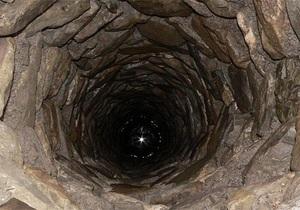 В Винницкой области мужчина два дня просидел в колодце, засыпанном землей