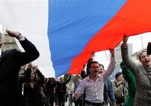 В Симферополе прошла акция, посвященная празднованию Дня флага России
