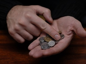 Корреспондент: Доходы украинцев менее чем за год упали на треть