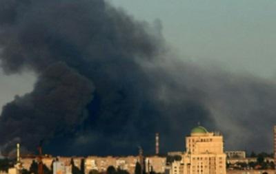 У Донецьку горить склад боєприпасів, чутні вибухи