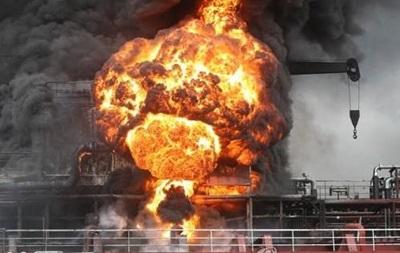 В Южной Корее взорвалось судно с нефтепродуктатми