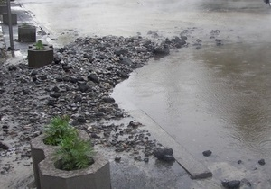 В Киеве из-за прорыва трубы подтоплены Метроград и переход станции метро Льва Толстого