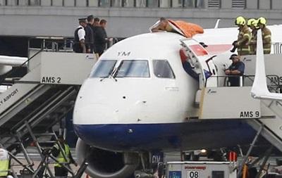 В аеропорту Лондона чоловік забрався на літак