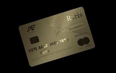 Першу в історії платіжну картку із золота випустили в Англії