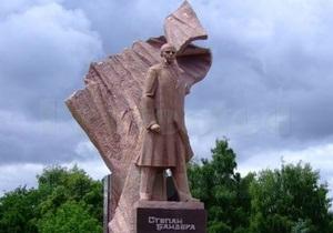 В Тернополе памятник Бандере облицевали медью