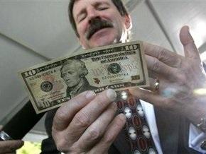 Доллар продолжает дорожать на межбанке