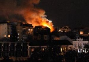 Фотогалерея: Дом с огнем. Пожар в уникальном здании в центре Киева
