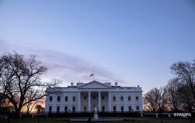 Белый дом назвал причину заморозки помощи Украине