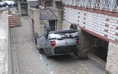 ДТП в Одесі: автомобіль перекинувся, постраждала п ятирічна дитина