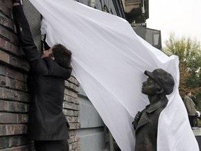 В Киеве открыли памятник жертвам Бабьего Яра