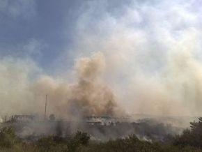 Спасатели сумели проникнуть на территорию горящих под Донецком складов