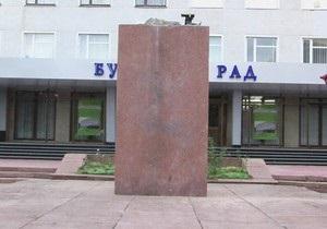 В Новоград-Волынском демонтировали памятник Ленину