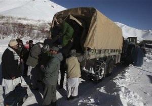 Число жертв лавин в Афганистане превысило 120 человек