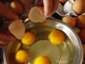 Ученые: Запах тухлых яиц возбуждает мужчин