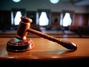 Трое жителей Львовской области украли ковер из помещения суда в рабочее время