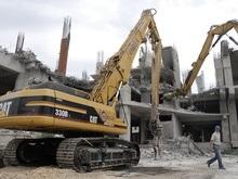 В Киеве официально начали сносить ТРЦ Троицкий