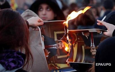 В Каталонии жгли портреты короля Испании, протестуя против его визита