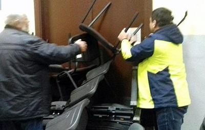 Сторонники УПЦ КП ворвались в киевский суд