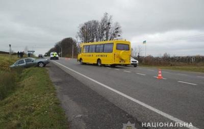 На Львовщине в аварию попал школьный автобус, много пострадавших