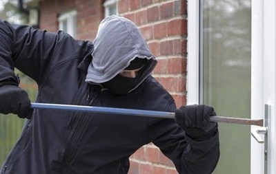 На Харківщині злодії винесли арсенал зброї з магазину
