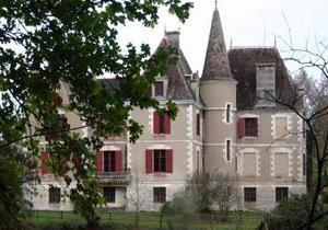 Во Франции будут судить мужчину, который десять лет запугивал аристократов масонским заговором