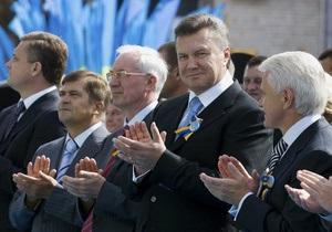 Янукович и Азаров поздравили спасателей с профессиональным праздником